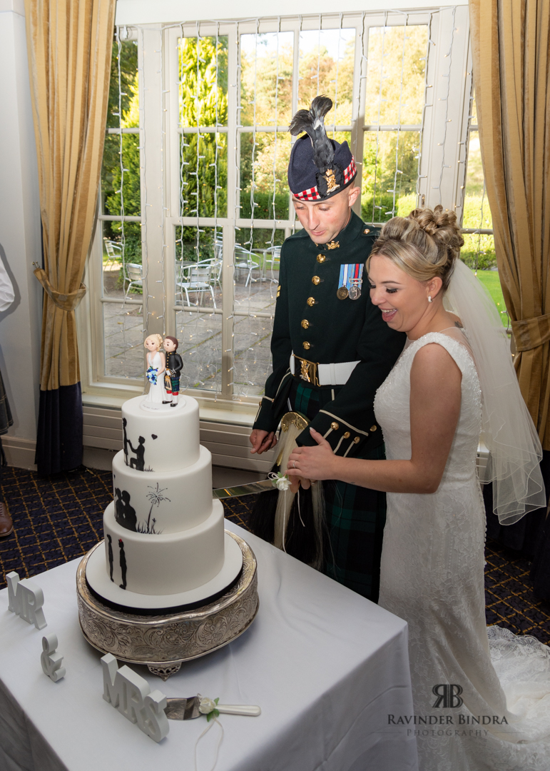 bride and groom cutting the cake at balbirnie house