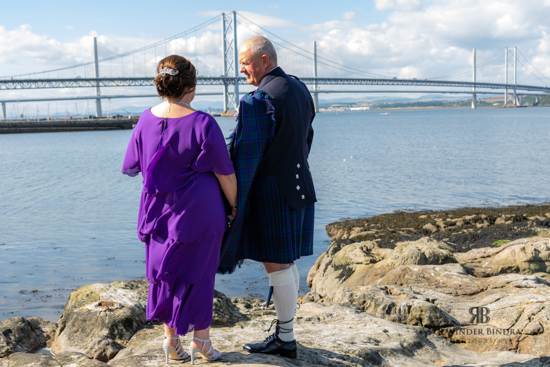 photo of bride and groom at forth bridges in south queensferry
